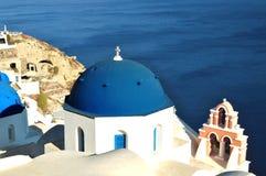Kyrka i Santorini, Grekland. Fotografering för Bildbyråer