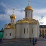 Kyrka i Sergiev Posad Arkivbild