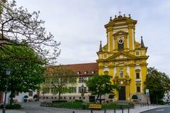 Kyrka i staden Kitzingen i den Bayern Tyskland arkivfoto