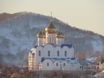 Kyrka i vinter härlig kyrka av den frostiga vinterdagen Kamchatka Ryssland royaltyfria foton