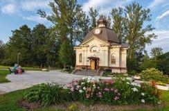 Kyrka-kapell allra helgon, i landet av ryssen glödde, i Victory Park Arkivbilder