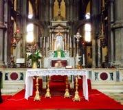 Kyrka med altaret Royaltyfria Bilder