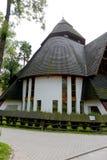 Kyrka med ett brant och spilla tak i Zakopane royaltyfria foton