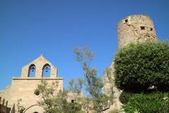 Kyrka med klockor och tornet Arkivbild