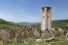 Kyrka nära Novi Pazar, Serbien Arkivfoto