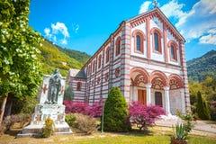 Kyrka nära Ponte en Moriano, Garfagnana, Lucca, Italien arkivfoton
