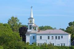Kyrka- och klockatornbyggnad i Maine Royaltyfria Bilder