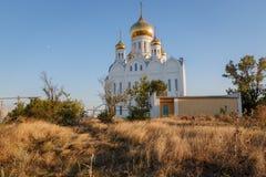 Kyrka och kloster för helig Treenighet i byn Priazovsky Arkivbilder