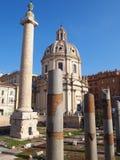 Kyrka och kolonner, Rome, Italien Royaltyfri Fotografi