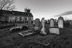 Kyrka och kyrkogård Arkivfoton