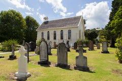 Kyrka och kyrkogård i Russell, Nya Zeeland Royaltyfria Bilder