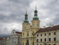 Kyrka och slottar för centrumHradec Kralove barock i strömförsörjning s Arkivfoto
