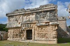Kyrka och tempel av lättnader i Chichen Itza Royaltyfri Foto