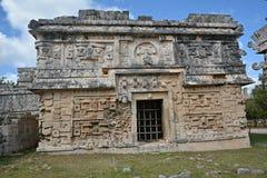 Kyrka och tempel av lättnader i Chichen Itza Royaltyfria Foton