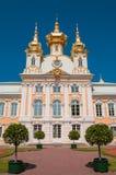 Kyrka på den storslagna Peterhof slotten, St Petersburg, Ryssland Royaltyfria Foton
