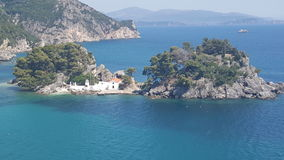 Kyrka på en ö Arkivbilder