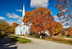 Kyrka på hösten royaltyfri foto