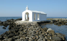 Kyrka på havet, Chania, Kreta, Grekland Fotografering för Bildbyråer