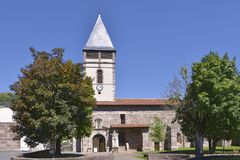 Kyrka på Helgon-Etienne-de-Baigorry i Frankrike Royaltyfria Bilder