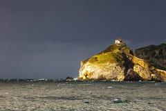 Kyrka på kullen vid havet Fotografering för Bildbyråer