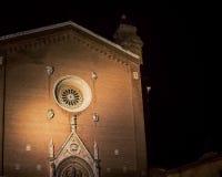 Kyrka på natten i Siena royaltyfri bild