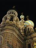 Kyrka på spillt blod St Petersburg på natten Royaltyfri Foto