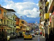 Kyrka San Jose del Vecino och siktsgata på den historiska delen av staden Cuenca arkivfoto