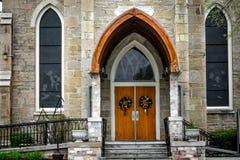 Kyrkadörrar - Sts Peter kyrka - östliga Troy, Wisconsin fotografering för bildbyråer