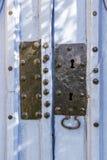 Kyrkaingångsdörr på Villambistia, Spanien, detalj royaltyfri foto