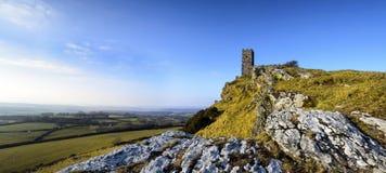 Brentor kyrka på Dartmoor i Devon Arkivbilder