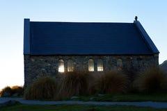 Kyrkan av den bra herden On Lake Tekapo i Nya Zeeland arkivbilder
