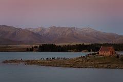 Kyrkan av den bra herden On Lake Tekapo i Nya Zeeland royaltyfria bilder