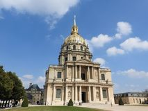 Kyrkan av huset av inaktiverade - det Les Invalides komplexet av museer och monument i Paris milit?r historia av Frankrike Gravva royaltyfri fotografi