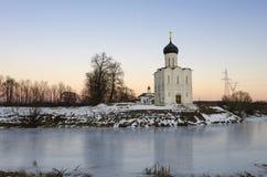 Kyrkan av interventionen på Nerlen royaltyfri bild