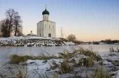 Kyrkan av interventionen på Nerlen Arkivbilder
