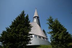 Kyrkan av Jesus Christ på Rogla skidar semesterorten Pohorje Slovenien, Europa royaltyfria bilder
