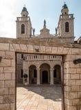 Kyrkan av Jesuss första mirakel Par från över hela woen Royaltyfri Bild