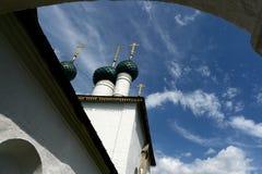 Kyrkan av Nikola Chopped byggde i 1695 i Yaroslavl arkivfoto