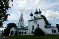 Kyrkan av Nikola Chopped byggde i 1695 i Yaroslavl arkivbilder