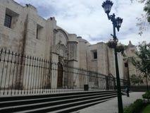 Kyrkan av St Francis och den tredje beställningen i Arequipa, Peru royaltyfri bild