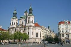 Kyrkan av St Nicholas i Prague, Tjeckien fotografering för bildbyråer