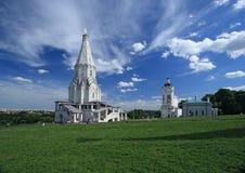 Kyrkan av uppstigningen (1532), den första tält-tak stenkyrkan i Kolomenskoye, Moskva, Ryssland Royaltyfria Foton