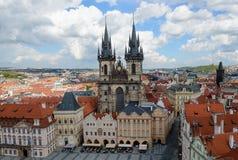 Kyrkan av vår dam Before Tyn, gammal stadfyrkant i Prague, Tjeckien Royaltyfria Bilder