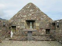 Kyrkan för århundradet för ` s för St Dympna förändrar sig den 18th, och statyn av vår dam royaltyfri fotografi
