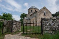 Kyrkan i den ortodoxa kloster Gradac i Serbien Gradac Mo Arkivbilder