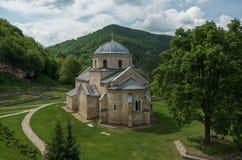 Kyrkan i den ortodoxa kloster Gradac i Serbien Gradac Mo Arkivfoton