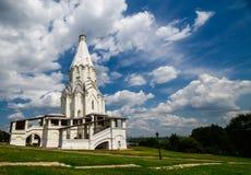 Kyrkan i Kolomenskoye parkerar Royaltyfri Bild