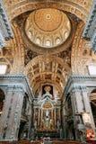 Kyrkan i Naples, frescoes och stuckaturen arbetar inom royaltyfria foton