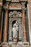Kyrkan i Naples, frescoes och stuckaturen arbetar inom royaltyfri fotografi