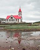 Kyrkan i sandavagur på Faroet Island av Vagar royaltyfria foton